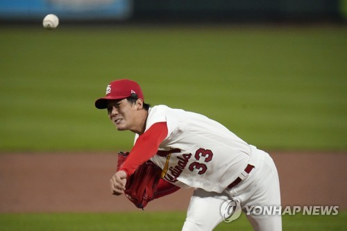 Cardinals' Kim Kwang-hyun wiggles out of multiple jams for hard-earned victory