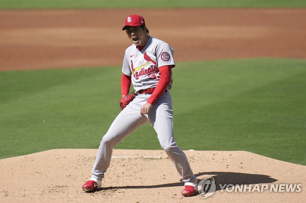 In this Associated Press file photo from Sept. 30, 2020, Kim Kwang-hyun of the St. Louis Cardinals reacts to a pitch thrown against the San Diego Padres during the bottom of the first inning of Game 1 of the National League Wild Card Series at Petco Park in San Diego. (Yonhap)