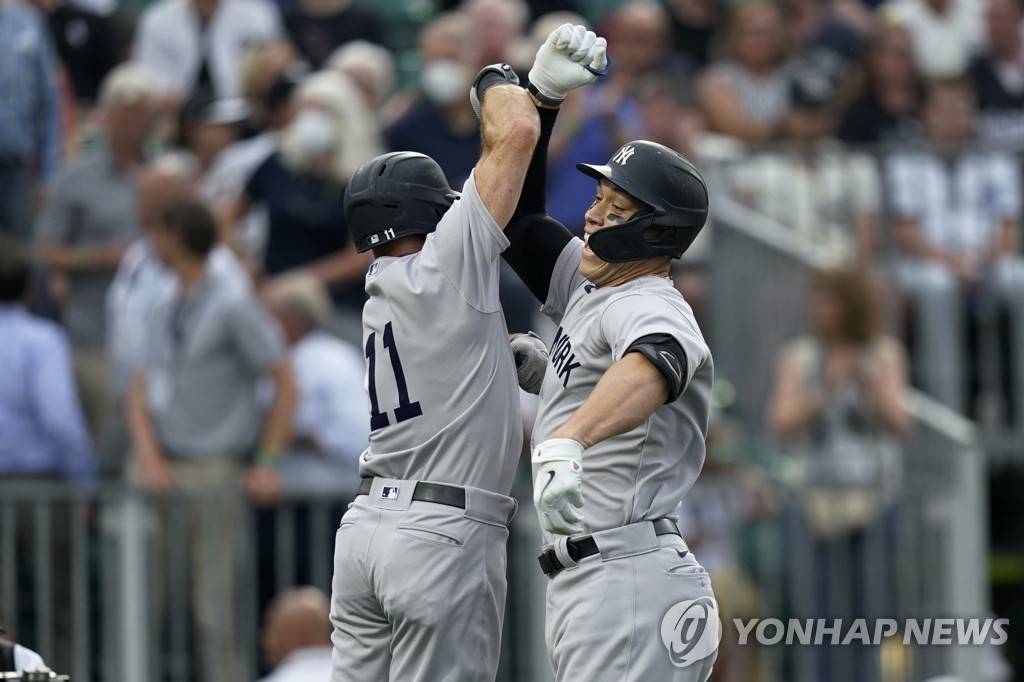 꿈의 구장 경기에서 홈런 친 애런 저지(오른쪽)