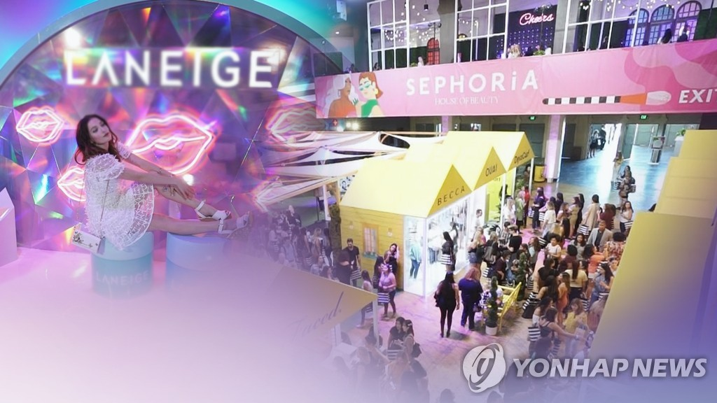 A composite image showing K-beauty events and booths at a cosmetics exhibition held in the United States (Yonhap)