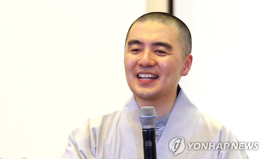 This undated file photo shows Ven. Haemin, who has recently been engulfed in controversy over his property and lifestyle that appear to contradict his preaching of nonpossession. (Yonhap)