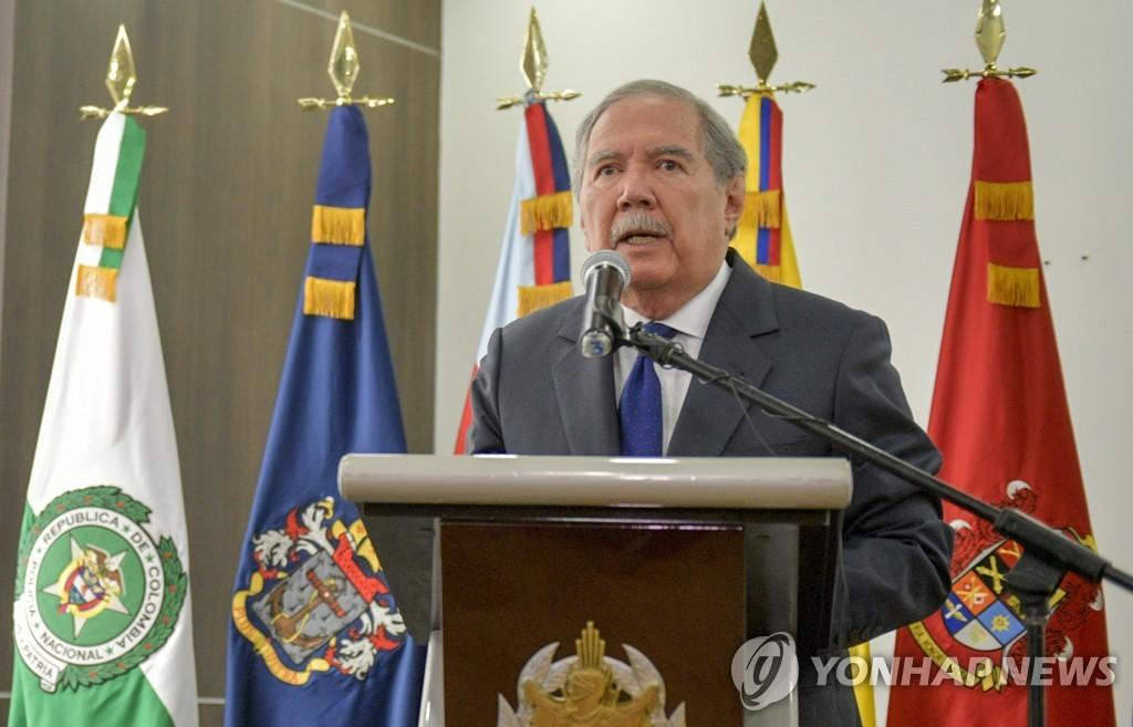 보테로 전 콜롬비아 국방장관