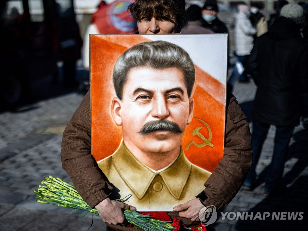 RUSSIA-HISTORY-COMMUNISM-STALIN-DEMONSTRATION