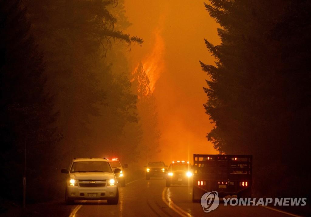 미국 캘리포니아주 북부에서 다시 기세를 키운 산불[AFP=연합뉴스]