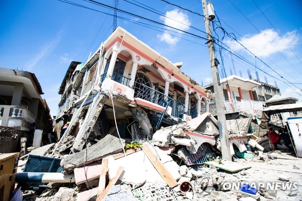 7.2 강진으로 무너진 아이티 레카이의 건물