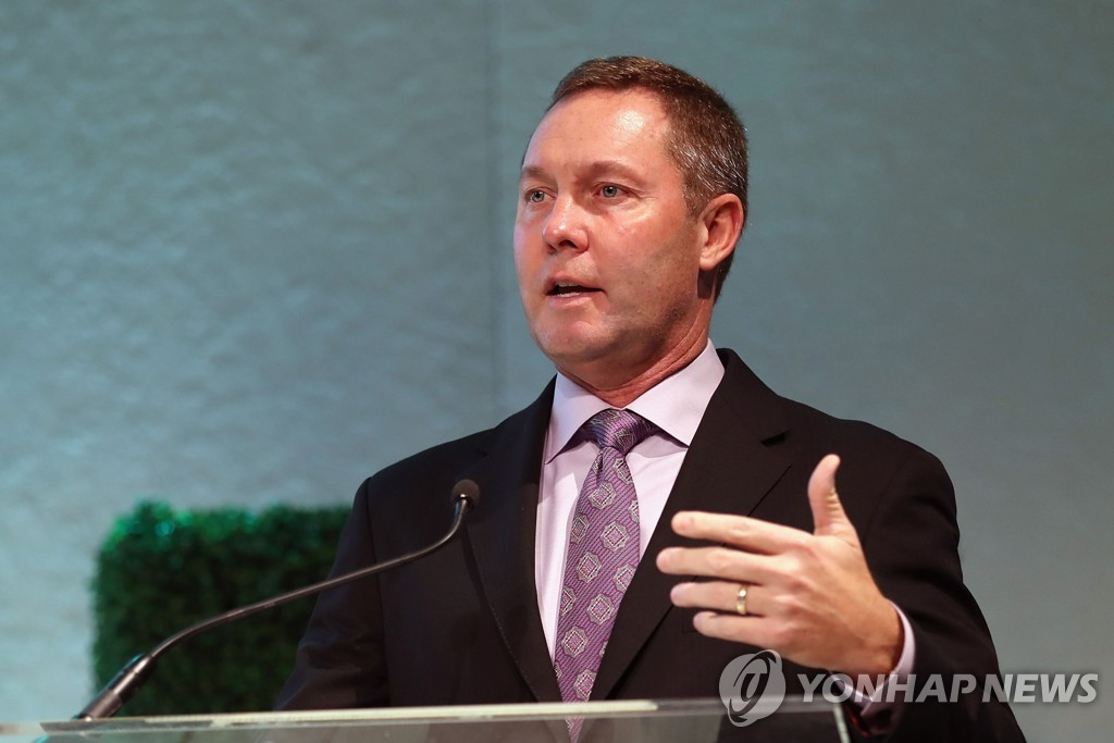 In this Getty Images file photo from Nov. 16, 2017, LPGA Commissioner Mike Whan speaks at the LPGA Rolex Players Awards ceremony at The Ritz-Carlton Golf Resort in Naples, Florida. (Yonhap)