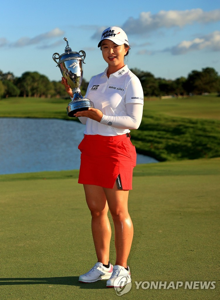 In this Getty Images photo, Kim Sei-young of South Korea holds the trophy after winning the Pelican Women's Championship at Pelican Golf Club in Belleair, Florida, on Nov. 22, 2020. (Yonhap)