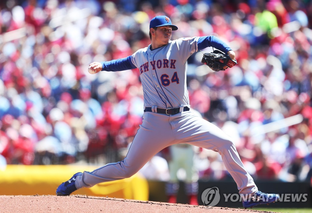 In this UPI file photo from April 20, 2019, Chris Flexen of the New York Mets throws a pitch against the St. Louis Cardinals in the bottom of the second inning of a Major League Baseball regular season game at Busch Stadium in St. Louis. (Yonhap)