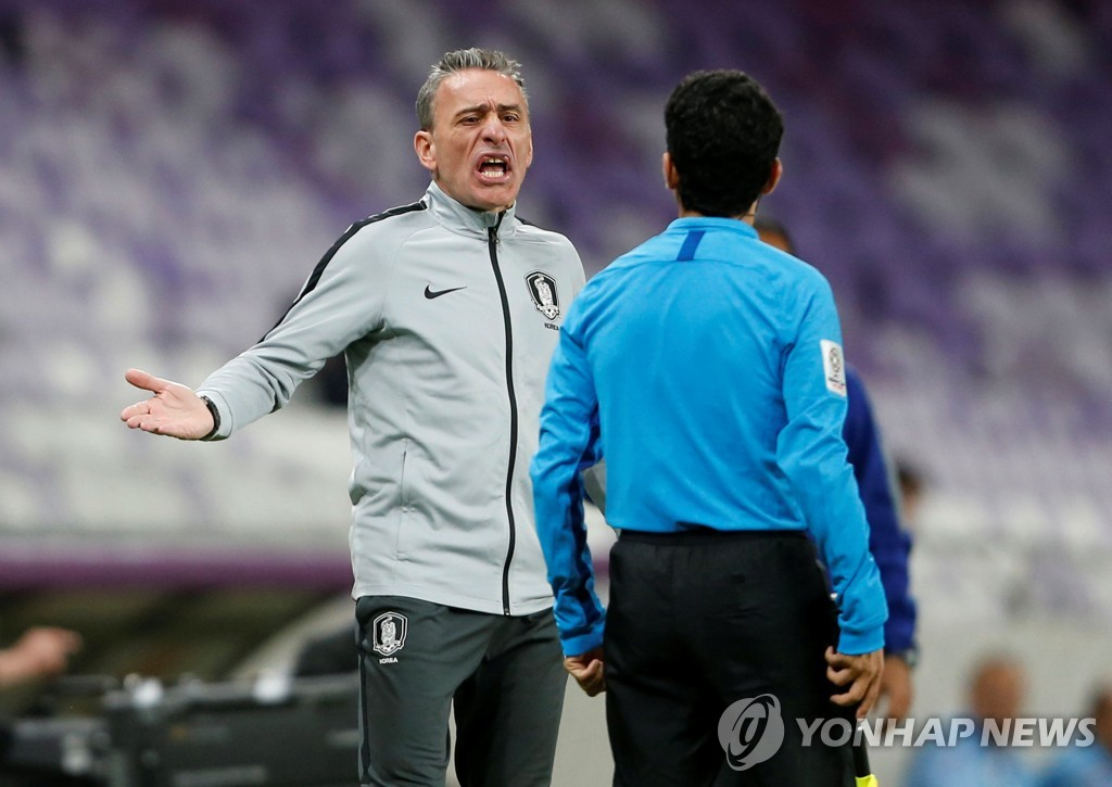 In this Reuters photo, Paulo Bento (L), head coach of the South Korean men's football team, speaks with referee Khamis Al Marri during a Group C match against Kyrgyzstan at the Asian Football Confederation Asian Cup at Hazza Bin Zayed Stadium in Al Ain, the United Arab Emirates, on Jan. 11, 2019. (Yonhap)