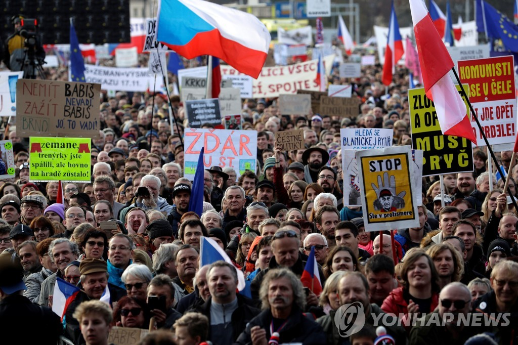 CZECH-VELVETREVOLUTION/PROTEST