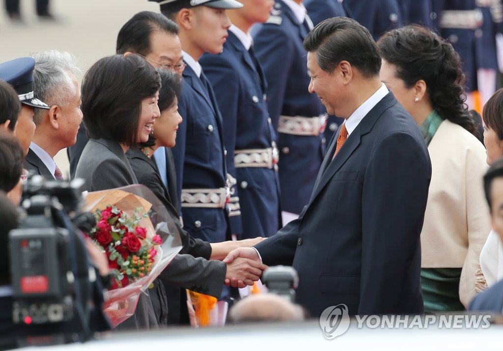 (2nd LD) Chinese leader Xi arrives in S. Korea for summit with Park - 11