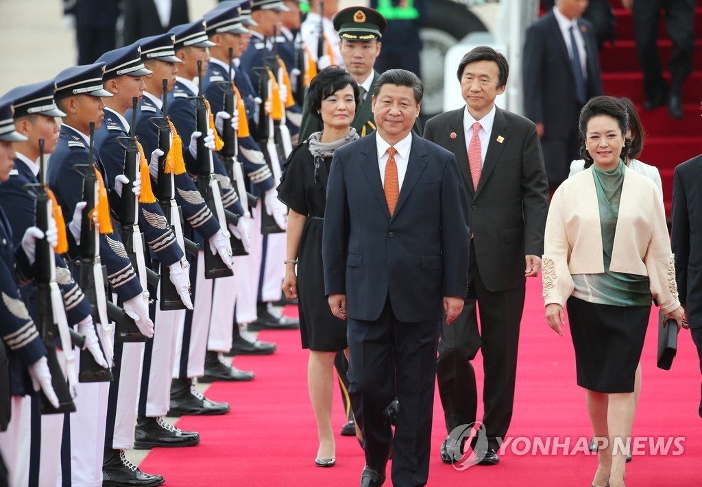 (2nd LD) Chinese leader Xi arrives in S. Korea for summit with Park - 8
