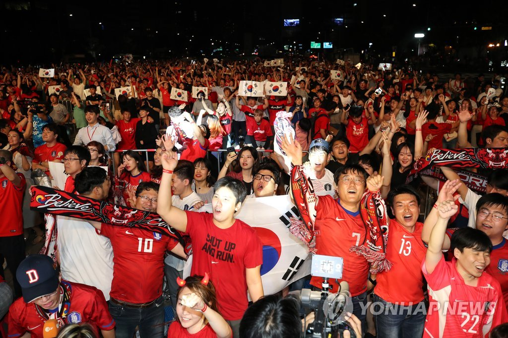 This file photo, taken June 28, 2018, shows fans cheering at Gwanghwamun Square in central Seoul as South Korea beat Germany 2-0 in the FIFA World Cup. (Yonhap)