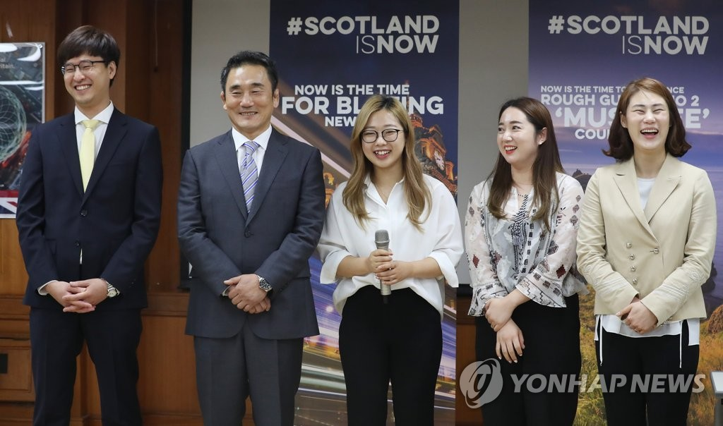 This file photo taken July 6, 2018, shows South Korean curling coaches and officials at an event at the British Embassy in Seoul. From left are coach Jang Ban-seok, former Korean Curling Federation Vice President Kim Kyung-doo, curlers Kim Seon-yeong and Kim Yeong-mi, and coach Kim Min-jung. (Yonhap)
