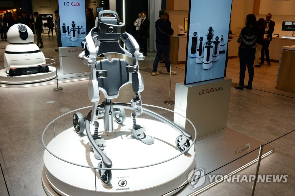 (LEAD) S. Korea to utilize robots in more industries through 2023 - 2
