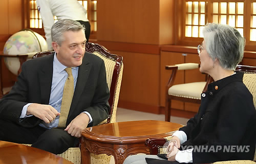 (LEAD) (Yonhap Interview) U.N. refugee chief asks S. Koreans to be more hospitable to asylum seekers