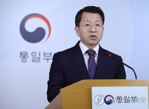 (LEAD) Koreas in talks to launch joint railway inspection this week