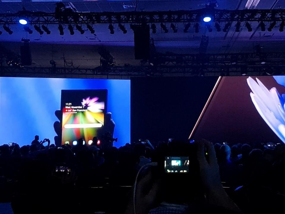 Samsung Electronics Co. unveils the display and interface of the upcoming foldable smartphone during the developers' conference in the United States on Nov. 7, 2018, in this photo provided by the company. (Yonhap)