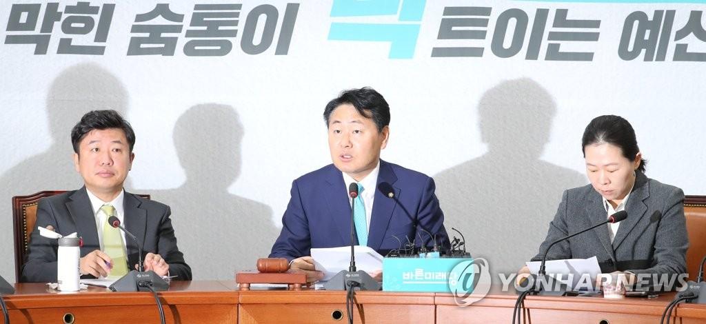 원내정책회의에서 발언하는 김관영