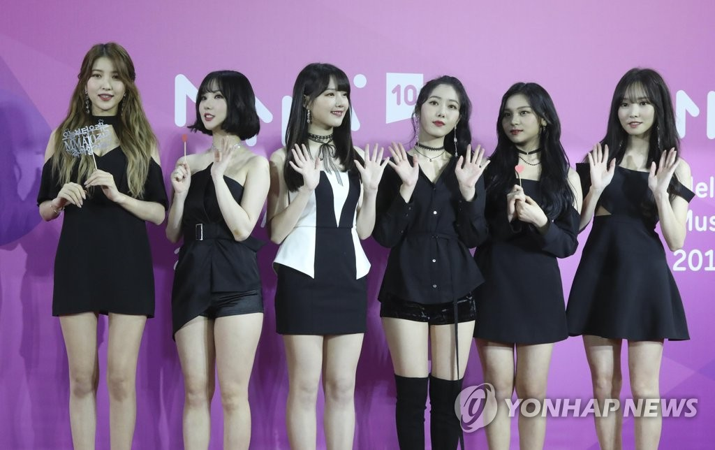 K-pop girl band GFriend pose for photos at the Melon Music Awards in Seoul on Dec. 1, 2018, in this photo provided by Kakao M. (Yonhap)