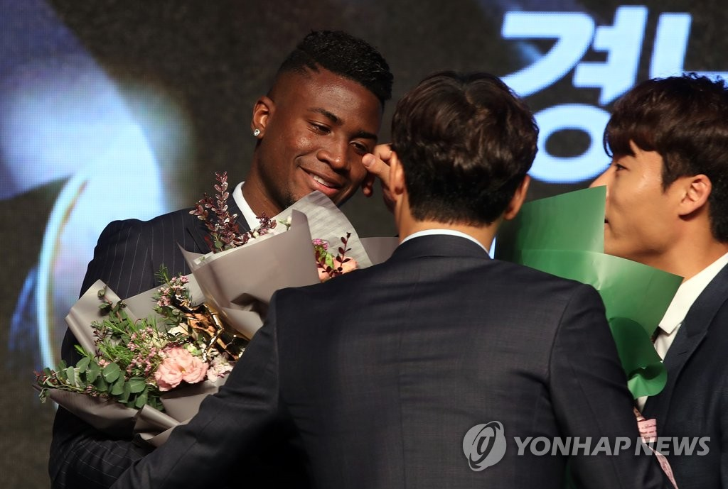 Gyeongnam FC's Brazilian striker Marcao (L) is congratulated by his teammates during the 2018 K League Awards at a Seoul hotel on Dec. 3, 2018. (Yonhap)