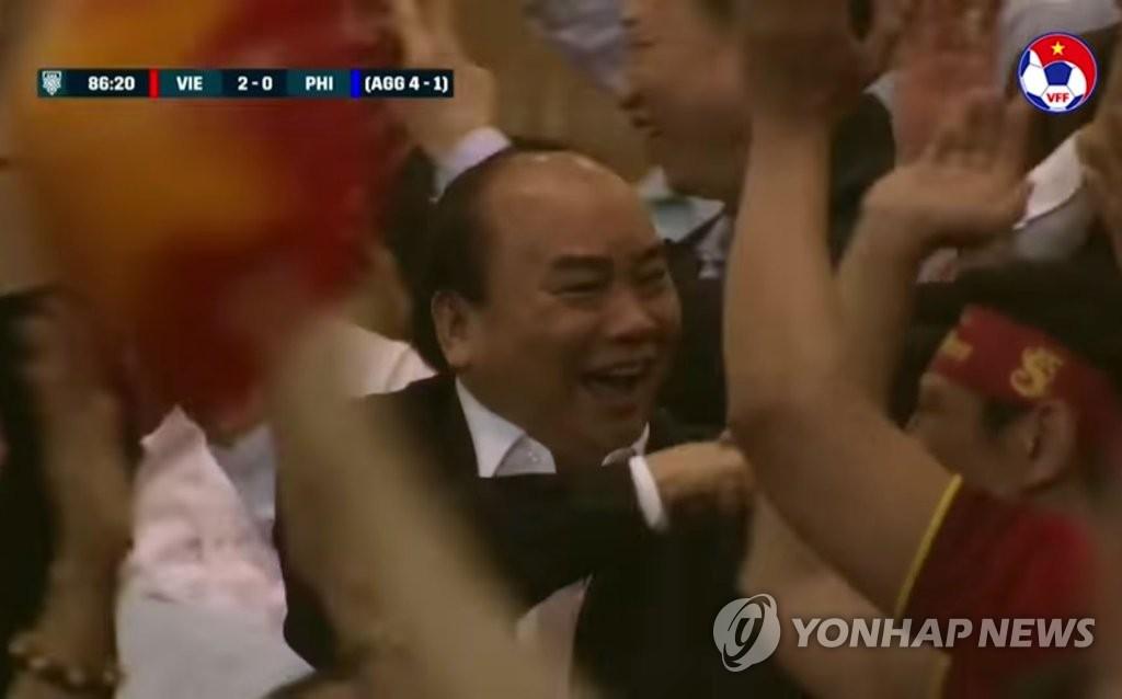 기뻐하는 응우옌 쑤언 푹 베트남 총리 [연합뉴스 자료 사진]