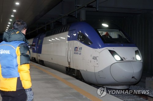(LEAD) KTX Gangneung line resumes operations 2 days after derailment accident