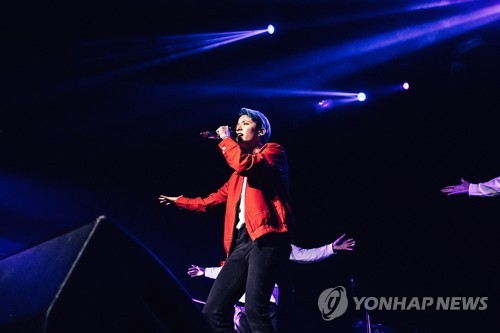 Amber of girl group f(x) performs solo concerts in N. America