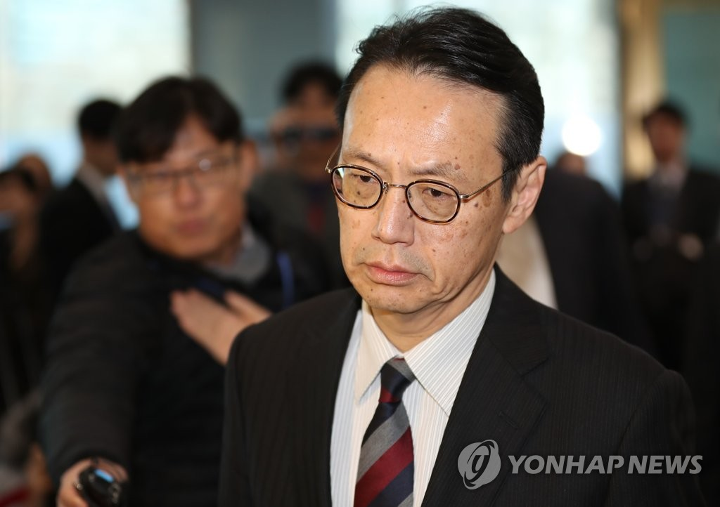 Kenji Kanasugi, director-general of the Japanese Foreign Ministry's Asian and Oceanian Affairs Bureau, arrives at South Korea's foreign ministry in Seoul for talks with Seoul officials on Dec. 24, 2018. (Yonhap)