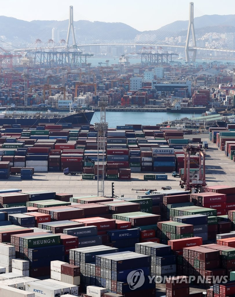 Containers are piled up at Busan Port on South Korea's southeast coast in this photo taken on Dec. 28, 2018. (Yonhap)