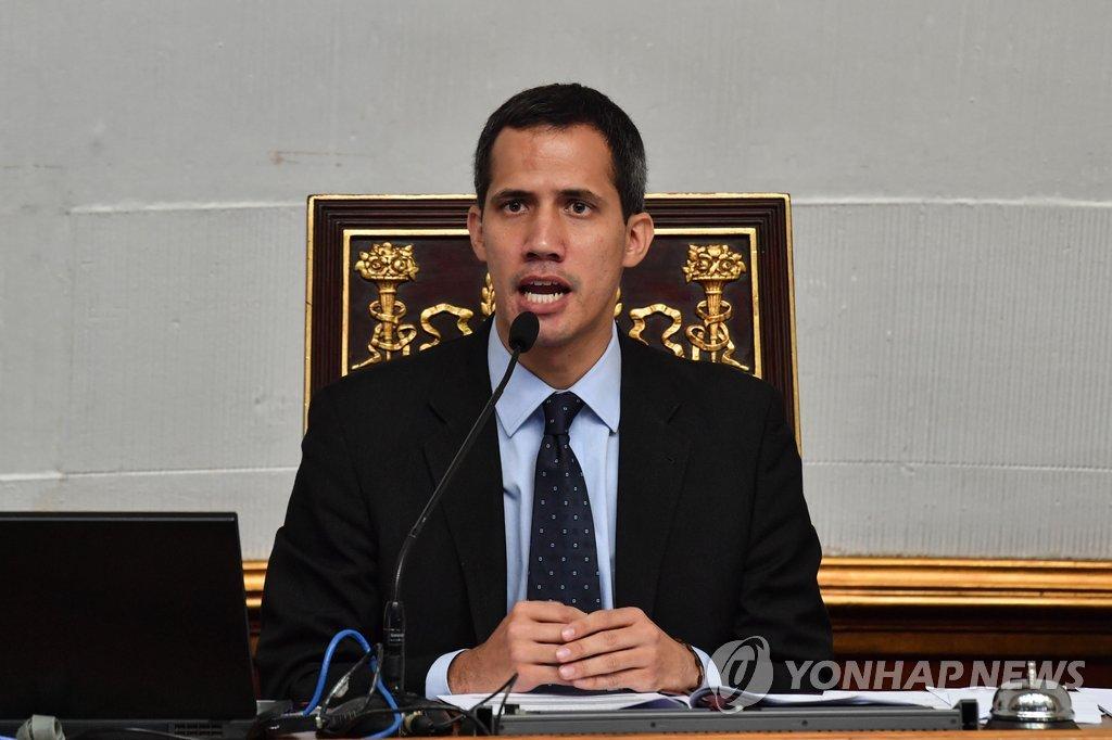 국회서 발언하는 베네수엘라 '임시대통령' 과이도 국회의장