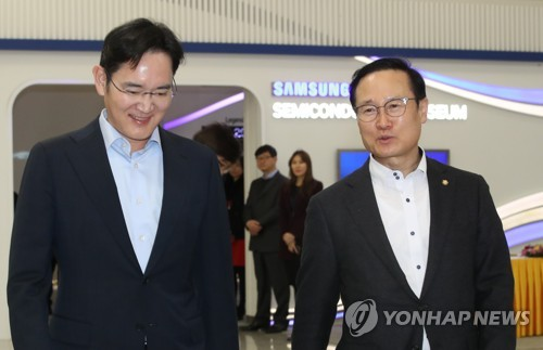 (LEAD) Samsung to focus on non-memory chip, foundry biz for its growth: top executive