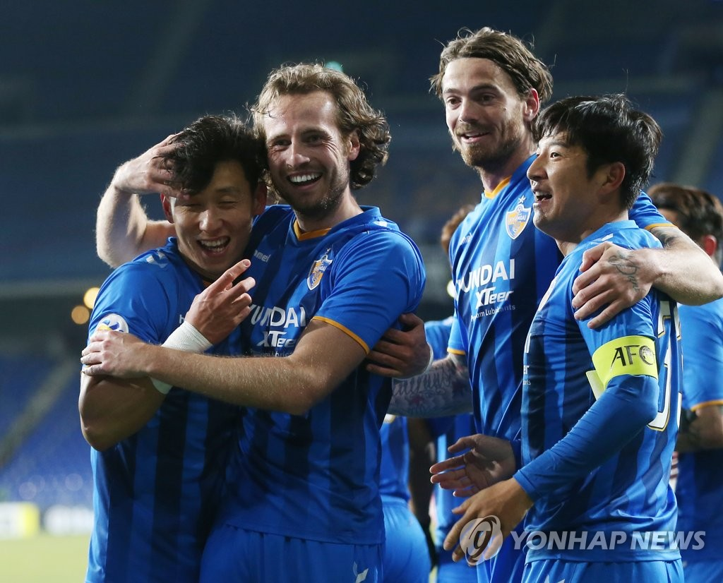 Ulsan Hyundai FC midfielder Mix Diskerud (2nd from L) celebrates with his teammates after scoring a goal in the AFC Champions League playoff match against Perak at Munsu Football Stadium in Ulsan, some 400 kilometers south of Seoul, on Feb. 19, 2019. (Yonhap)