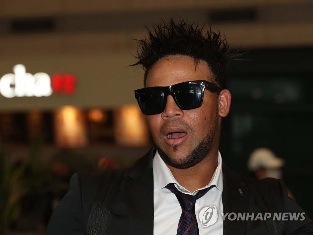 Doosan Bears' infielder Jose Miguel Fernandez speaks to reporters at Incheon International Airport, west of Seoul, on March 8, 2019, after returning from the team's spring training in Miyazaki, Japan. (Yonhap)