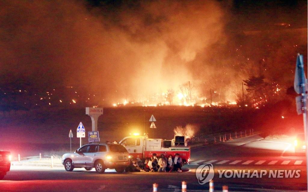 93d42d55ae2 강원 인제ㆍ고성 산불, 속초 시내 위협…1명 사망·11명 부상 | 연합뉴스