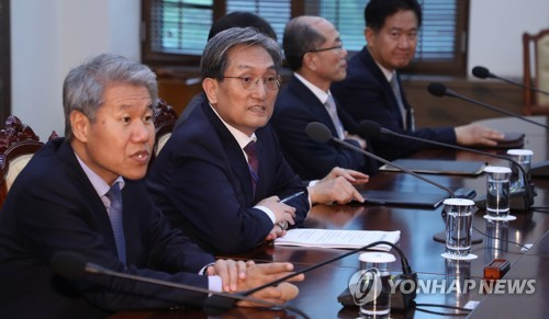 Cheong Wa Dae stresses need to make full preparations for inter-Korean summit
