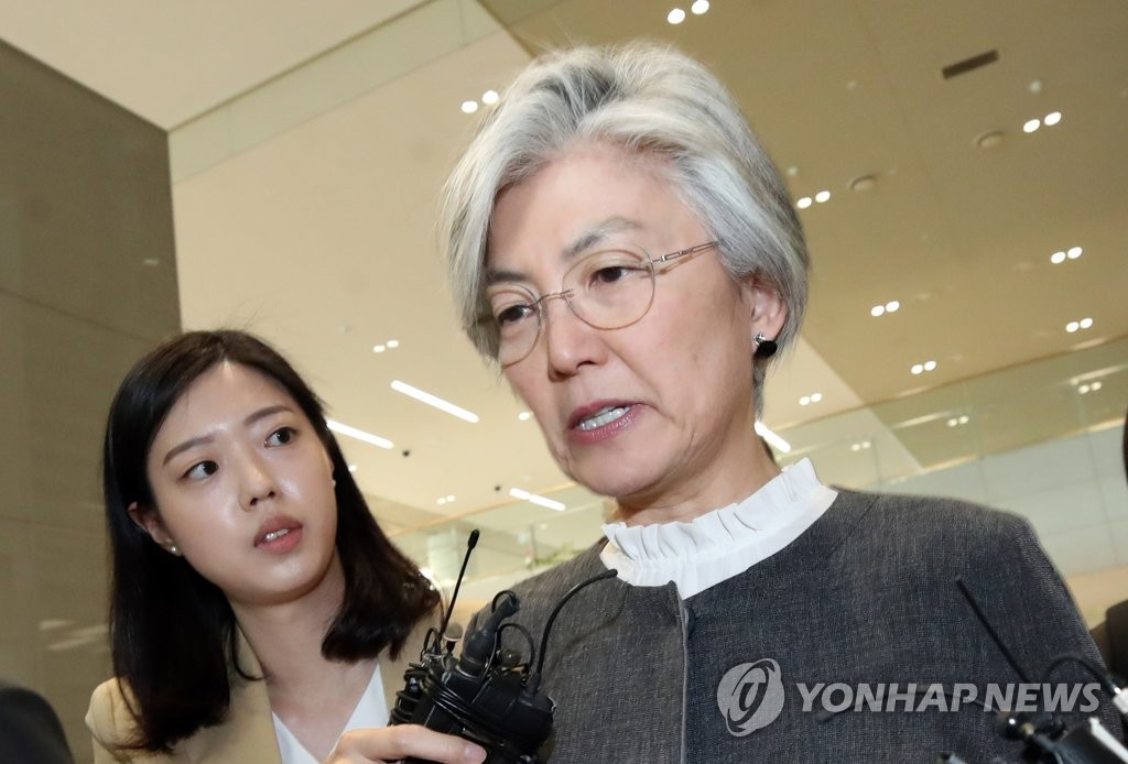 Foreign Minister Kang Kyung-wha answers reporters' questions about an alleged phone talks leak involving a sitting diplomat at Incheon International Airport on May 25, 2019, after she returned from a ministerial meeting in Paris. (Yonhap)