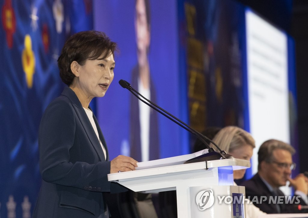 South Korea's transport minister Kim Hyun-mee speaks at the 75th International Air Transportation Association Annual General Meeting in Seoul on June 2, 2019. (Yonhap)