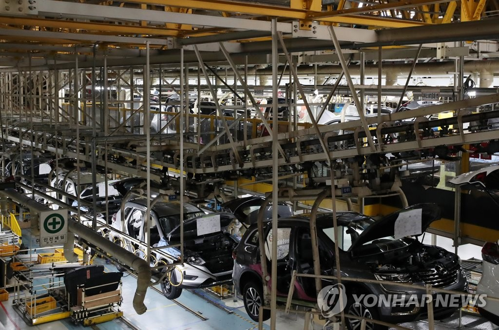 This file photo taken June 7, 2019, shows an assembly line at Renault Samsung Motors Corp.'s plant in Busan. (Yonhap)