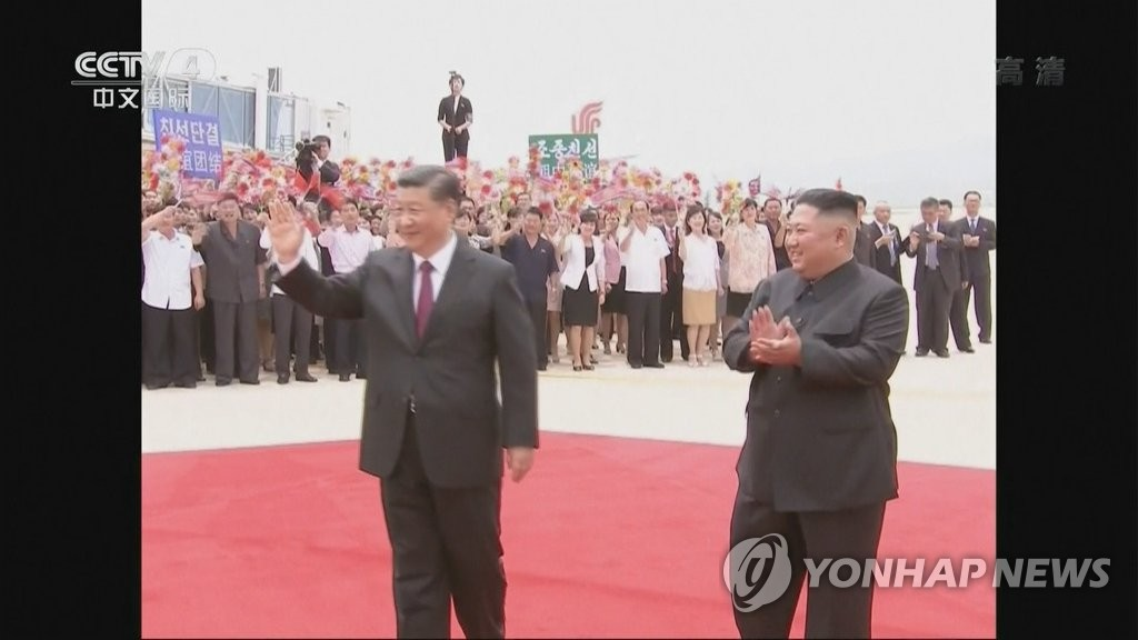 Chinese President Xi waving in Pyongyang