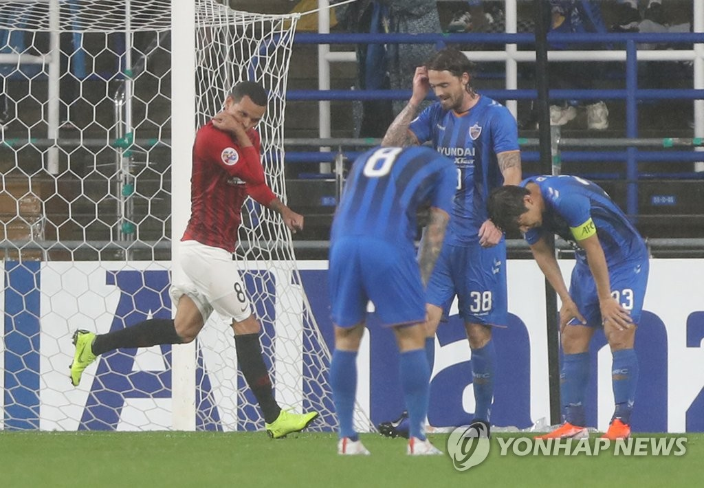 Ulsan Hyundai players (in blue) react to a goal by Ewerton (L) of Urawa Red Diamonds during the second leg of the round of 16 at the Asian Football Confederation Champions League at Munsu Football Stadium in Ulsan, 400 kilometers southeast of Seoul, on June 26, 2019. (Yonhap)