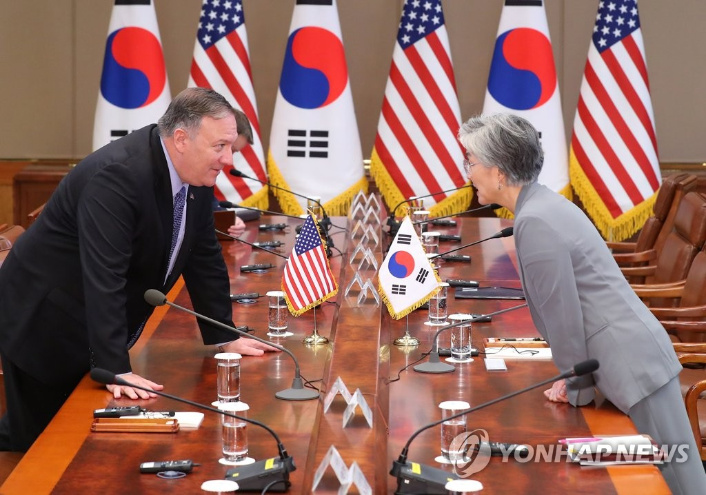 South Korean Foreign Minister Kang Kyung-wha (R) and U.S. Secretary of State Mike Pompeo talk before a summit between Presidents Moon Jae-in and Donald Trump at the presidential office Cheong Wa Dae in Seoul on June 30, 2019. (Yonhap)