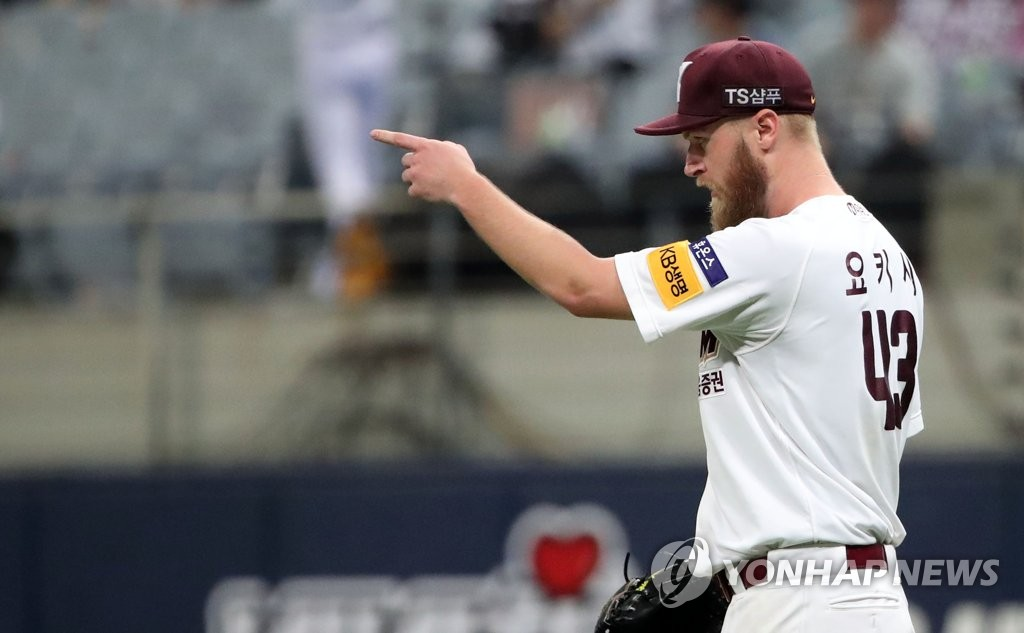 In this file photo from July 3, 2019, Eric Jokisch of the Kiwoom Heroes points to his outfielder Lim Byeong-wuk after Lim's catch against the Doosan Bears in the top of the sixth inning of a Korea Baseball Organization regular season game at Gocheok Sky Dome in Seoul. (Yonhap)
