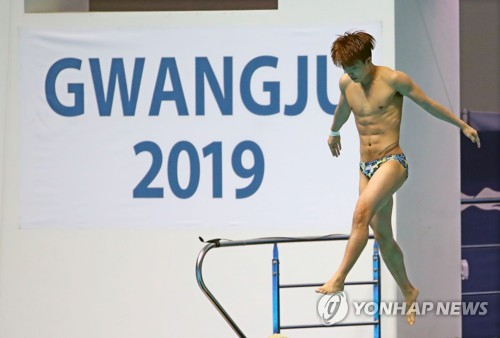 South Korean diver Woo Ha-ram performs in the final of the men's 3m springboard at the FINA World Championships at Nambu University Municipal Aquatics Center in Gwangju, 330 kilometers south of Seoul, on July 15, 2019. (Yonhap)