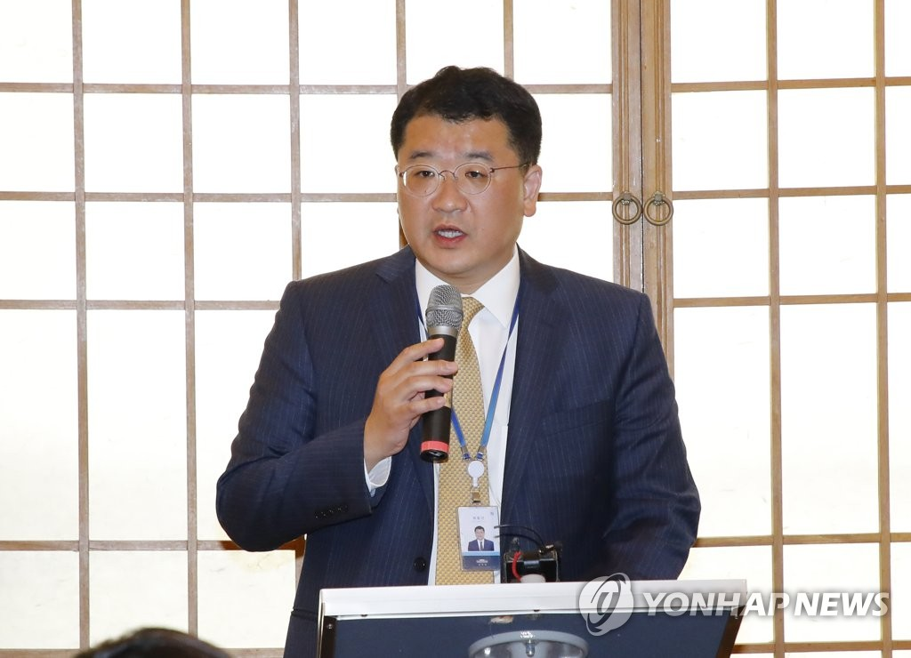 Choi Jong-kun, presidential secretary for peace planning, holds a press briefing at Cheong Wa Dae on Sept. 19, 2019, on President Moon Jae-in's plan to attend a U.N. session. (Yonhap)