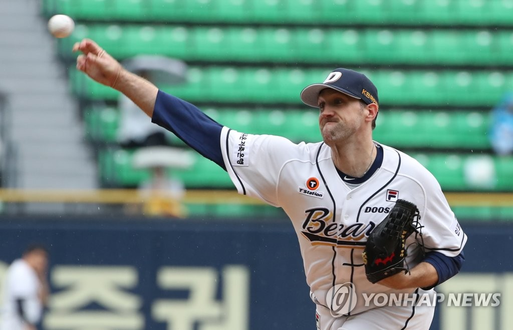 In this file photo from Sept. 22, 2019, Josh Lindblom of the Doosan Bears throws a pitch against the LG Twins in a Korea Baseball Organization regular season game at Jamsil Stadium in Seoul. (Yonhap)