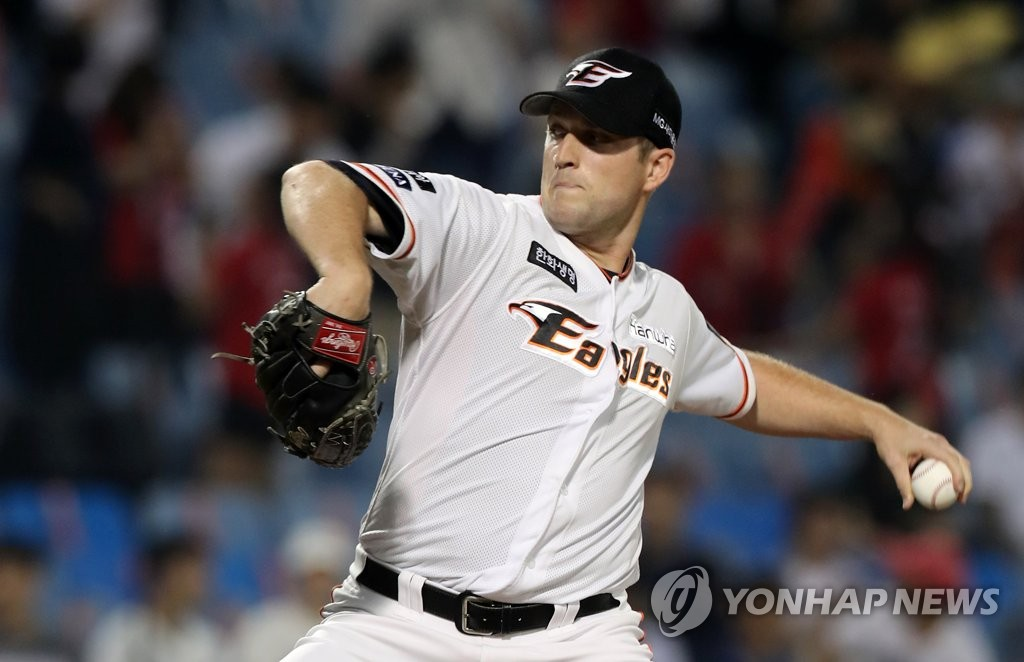 Hanwha Eagles re-sign left-hander Chad Bell