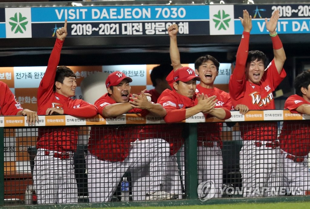 SK Wyverns stay alive in hunt for KBO regular season crown