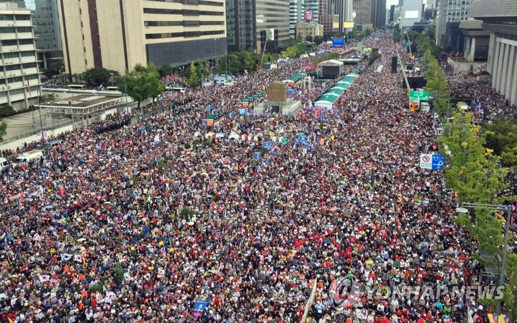조국 퇴진 촉구 집회로 가득 찬 세종대로 | 연합뉴스