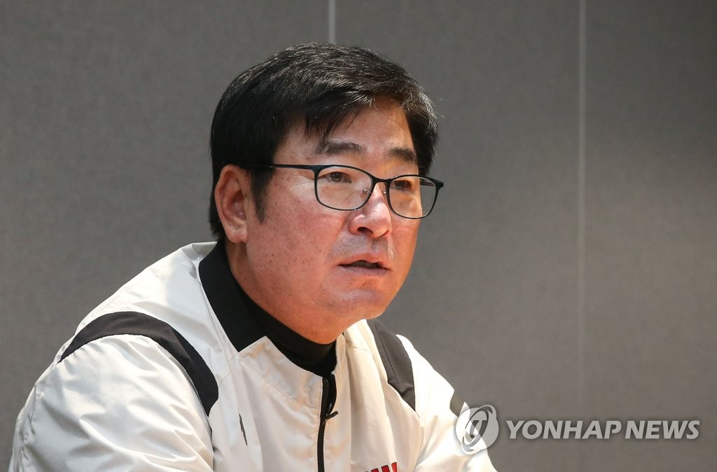 LG Twins manager Ryu Joong-il speaks to reporters before Game 1 of the first-round Korea Baseball Organization playoff series against the Kiwoom Heroes at Gocheok Sky Dome in Seoul on Oct. 6, 2019. (Yonhap)